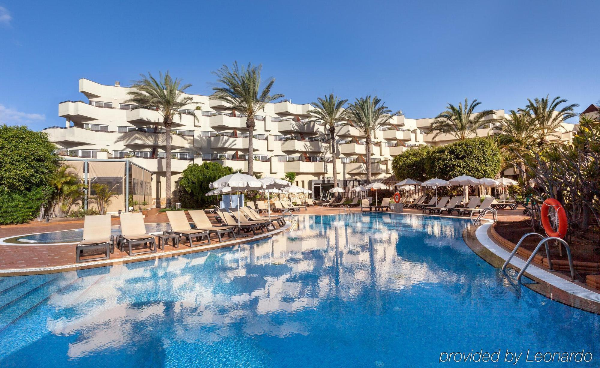 Barcelo Corralejo Bay Hotel in Corralejo. Luxurious 4 star hotel, built in modern Arabian architecture and within the residential area close to the town centre